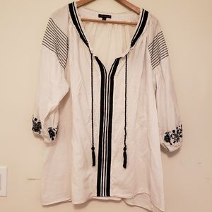 Lane Bryant embroidered popover blouse 22/24